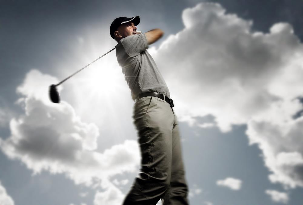 Golf swing with shoulders